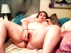 Bbw cums while on her bed..