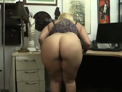 Huge butt twerking on hidden..